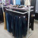 Продам б/у стойку торговую (стеллаж, краб, вешак) для одежды