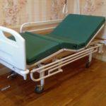 Кровать медицинская четырехсекционная винтовая.
