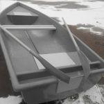 Новую лодку с рундуками от производителя