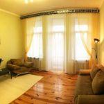 Своя комната с кухней и балконом, с видом на Французский бульвар! Мебель и техника в подарок!