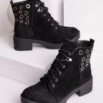 Женские замшевые ботинки с декоративными дырками